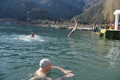 JUMP INTO LAKE LEDRO