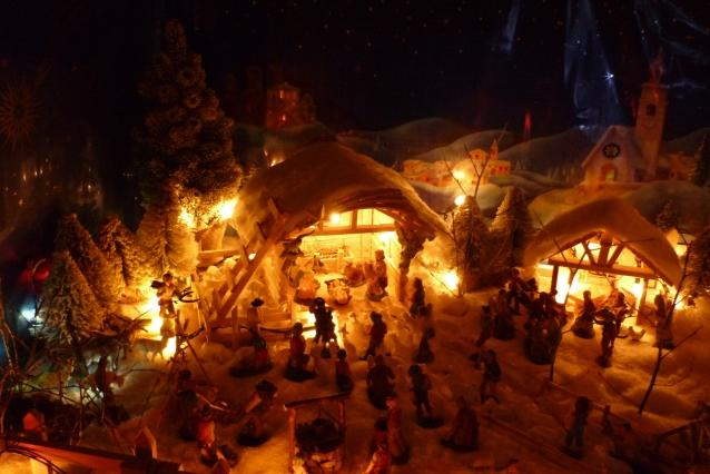 LIVING CHRISTMAS CRIB