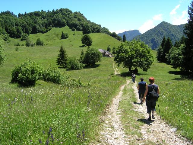WALKING BETWEEN LAKE GARDA AND THE DOLOMITES