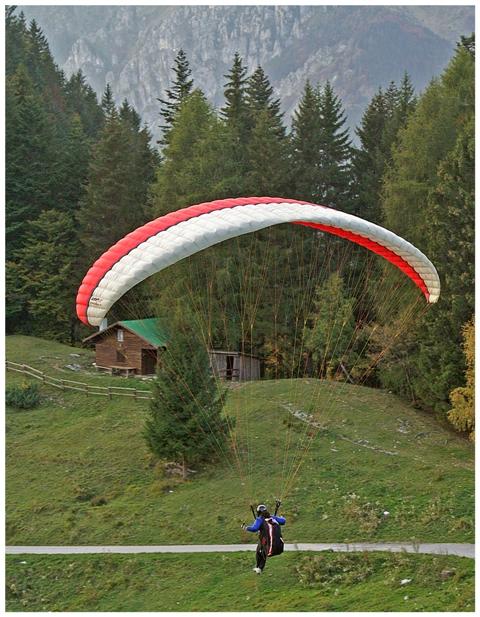 ledro-paragliding.JPG